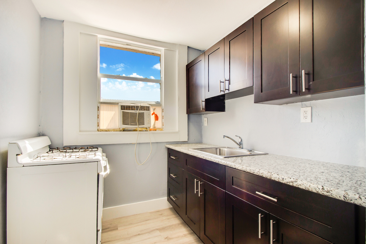 676-sw-2-street-Kitchen-cabinets-.jpg
